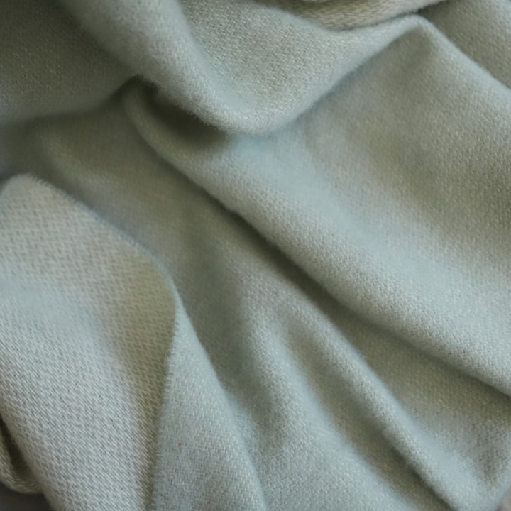 Roberto - Salbeifarbenes Wollplaid