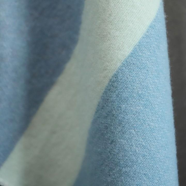 Marco - blau/korallefarbenes Plaid aus Merinowolle
