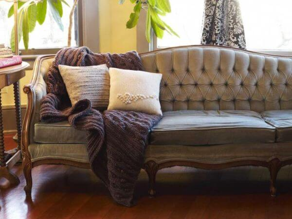 To Make The Large Bed Feel Cozier Place A Wool Throw Of Corresponding Color Deeper Shades Work Better On End